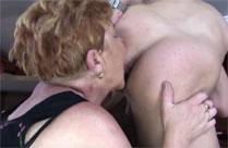 Fette Oma hat Sex in der Kneipe