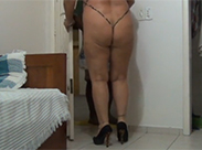 Nudistische geile Hausfrau gefilmt