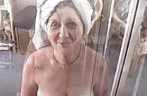 Oma vom Opa beim Blasen gefilmt