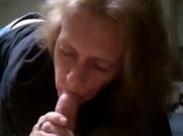 Grossmutter bläst kleinen haarigen Schwanz