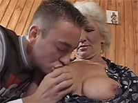 Dicke Titten und Oma Blowjob