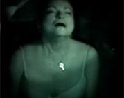 Oma Cumshot bei Nacht