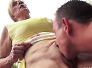 Oma gibt Sex Nachhilfe