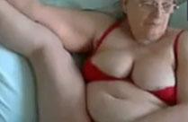 Fette alte Oma macht geilen Webcamsex