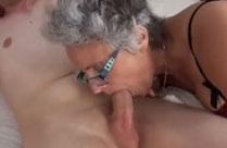Geiler Oralsex mit 80 jähriger Oma