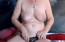 Oma hat Sex mit Dildo vor der Webcam
