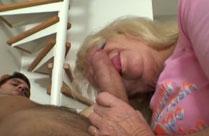 Oma hat gern junge Schwänze im Mund