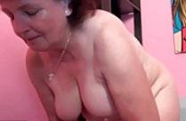 Oma steht auf rasierte Schwänze