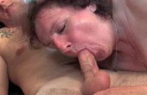 Fette Schlampe im Oma Oralsex Porno