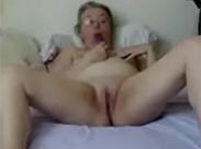 Oma privat vor der Webcam