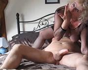 Oma Sperma vor der Webcam