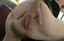 Omas Arsch braucht Sex