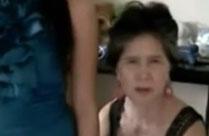 Oma und ihre Enkelin nackt vor der Webcam