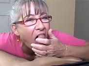 Orale Schwanzmassage bei Omi