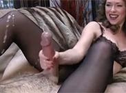 Perverse Mütter beim Schwanz wichsen