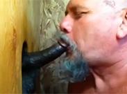 Perverser schwuler Opa lutscht Negerschwanz
