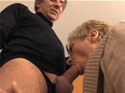 Rentner Sex auf dem Teppich