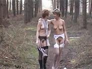 Retro Schlampen im Wald