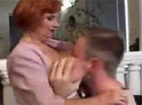 Rothaarige Oma mit dicken Titten gefickt