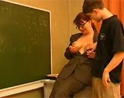 Russische Oma lehrt ihren Schüler