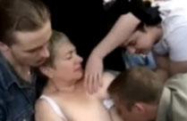 Russische Oma im Gruppensex Porno