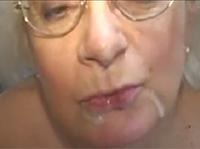 Saftiger Oma Cumshot