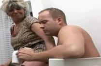 Sex mit Oma in der Küche