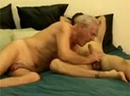 Schwuler Opa hat seinen Spaß