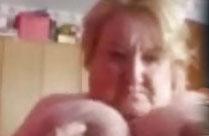 Oma mit fetten Natur Titten