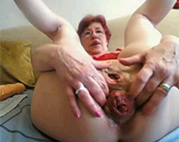 Seniorin anal extrem gedehnt