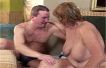 Perverse alte Omas in einem geilen Gruppensex Porno