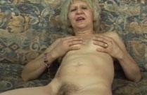Sexgeile Oma steht auf harte Jungschwänze