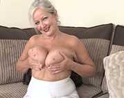 Sexy 60plus Oma masturbiert