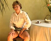 Sexy Amateur Oma mit Dildo