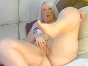 Sexy Gilf und ihre geilen Kurven