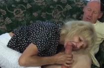 Oma hat gern fremde Männer im Bett