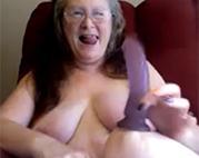 Spaß mit der Dildo Oma