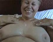 Sperma auf die fette Omi abspritzen
