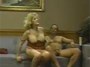 Vintage Granny auf Sofa gebumst