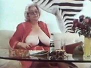 Vintage Oma beobachtet Enkel beim Sex