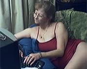 Webcam Oma masturbiert geil