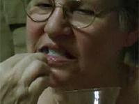 Wichspaste für Omas Zähne