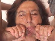 Zwei Pimmel für Granny Blasmaul